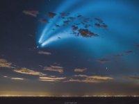 Gökyüzünü Aydınlatan SpaceX'in Uzaya Fırlattığı Falcon 9