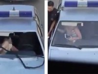 Ayaklarıyla Polis Arabasının Ön Camını Çıkaran Kadın
