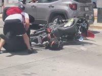 Kaza Yaptığı Kişiyi Sopalamak İsterken Sopa Yiyen Polis