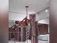 Samet Liçina'nın Farklı Şeyler Düşündüren Direk Dansı