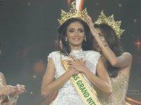 Miss Grand International Güzeli Clara Sosa'nın Heyecandan Bayılması