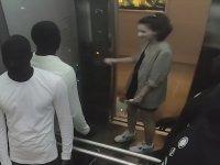 Asansörde Cansız Manken Şakası