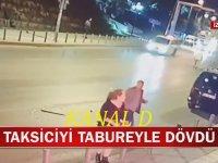 Tabureyle Taksici Döven Kadın Yolcu