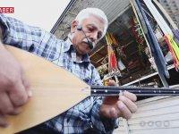 Pazarcının Neşat Ertaş'ın Türkülerini Tezgahına Taşıması