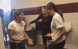Liseli Kızların Tuvalette Kavga Etmesi