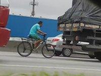 Bisiklet Sürücüsünün Kamyon Arkasına Takılması