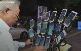 Pokemon Go Oynamak İçin 15 Telefonu Olan Amca