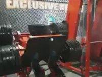 Bacak Egzersizi Yaparken Bacağı Kırmak (+18)