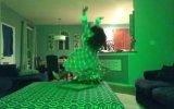 Bornozla Çılgınca Dans Etmek