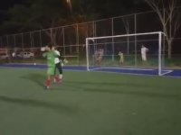 Halı Saha Maçında Penaltı Kurtaran Köpek