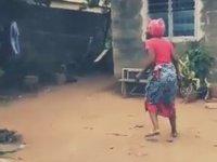 İlk Defa Drone Gören Afrikalı Kadın