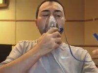 Serdar Ortaç'ın Oksijen Maskesiyle Beste Yapması