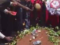 Alemci Afrikalı Dayının Cenaze Töreni