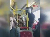 Belediye Otobüsünde Müzik Dinlerken Kendinden Geçen Genç