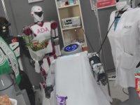 Sahneden Düşen Robota Diğer Robotlardan Etli Ekmekli Hastane Ziyareti