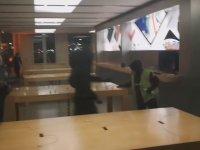 Sarı Yelekli Eylemcilerin Apple Store'u Yağmalaması