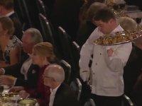 Garsonun Ödül Törenindeki Çaresizliği