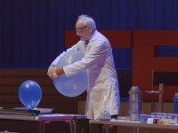 Andrew Szydlo'nun 15 Dakikada 25 Kimya Deneyi Gerçekleştirmesi