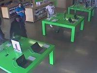 At Hırsızı Kılıklı Elemanların Apple Store'u Yağmalaması