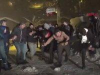 Polisin Zırhlı Araçtan Kürtçe Şarkı Çalarak Gençleri Coşturması