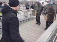 Boksör Emeklisinin Fransız Polisini Tokatlaması