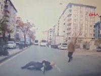 Arabanın Önüne Aheste Aheste Düşmek
