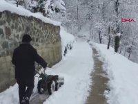 Karadenizli Vatandaşın Ot Biçme Makinesiyle Kar Kürümesi