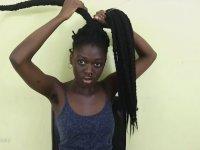 Saçını Şekilden Şekle Sokan Kadın
