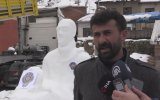 TIR Şoförünün Fethi Sekin'in Kardan Heykelini Yapması