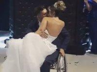 Engelli Damadın Ayakta Dans Etmesi