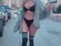 Merve Sanay'ın İç Çamaşırıyla Sokakta Dolaşması