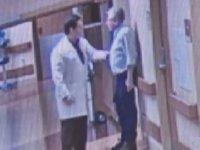 Doktorun Hastanedeki Refakatçiyi Tekme Tokat Dövmesi - ABD
