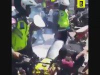 Gürültücü Motorculara Ceza Gibi Ceza Veren Polisler