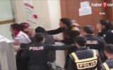 Polislere Kucağındaki Çocuğunu Atmaya Çalışan Kadın