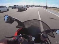 Yolda Motorcuyu Gören Sürücünün Hırsına Yenik Düşmesi