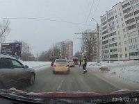 Engelli Köpek İçin Trafiği Durduran Polis