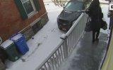 Ev Ahalisine Izdırap Olan Buzlu Merdiven