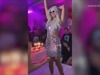 Paris Hilton Doğum Günü Pastasını Ayaklarıyla Çiğnedi