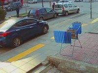 Arabasına Çarptığı Adama Tekme Tokat Dalan Kadın