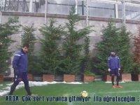 Arda Turan'ın Emre Belözoğlu'na Oynattığı Gol Atma Oyunu