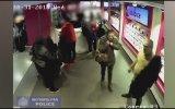Ceketi Giyerken Malı Götüren Hırsız