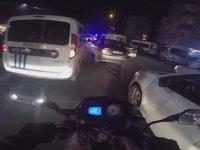Ambulansın Geçişini Engelleyen Aracın Önünü Kesen Polis