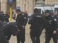 Kendi Gazından Etkilenen Bulgar Polisi