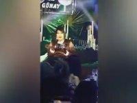 Bülent Ersoy'un Sahneye Atlayan Kadına Mikrofonla Vurması