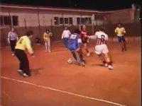 Maradona'nın Eski Bir Mini Maçta Sunduğu Resitali