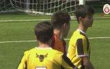 Penaltıyı Bilerek Dışarı Atan Futbolcu