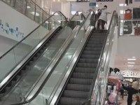 Yürüyen Merdivenle İnatlaşan Kadının Dramı