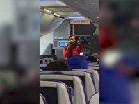Uçakta Rap Yapan Hostes