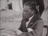Atatürk'ün Sigara Yakması
