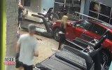 Koşu Bandında Spor Yaparken Araba Çarpan Adam